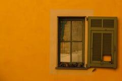 Geel Venster de Provence Stock Fotografie