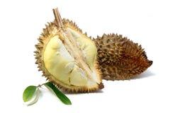 Geel vlees van Durian en Durian-blad op witte achtergrond stock afbeeldingen