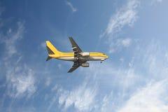 Geel vliegtuig Stock Foto