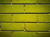 Geelgroene geschilderde bakstenen muur voor achtergrond Stock Afbeelding