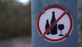 Geen alcoholteken op grijze raad stock foto