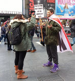 Geen de Toegangspijpleiding van Dakota, Protesteerders in Times Square, de Stad van New York, NYC, NY, de V.S. Royalty-vrije Stock Afbeelding