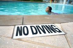 Geen Duik in de Pool Stock Fotografie