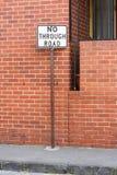 Geen gaand verkeerteken voor een bakstenen muur Royalty-vrije Stock Foto