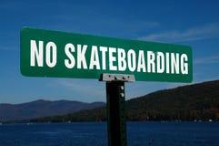 Geen het Met een skateboard rijden stock afbeelding