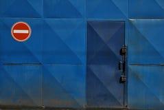 Geen ingangsteken door deur Stock Foto's