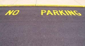 Geen parkeerterrein dat op bestrating wordt geschilderd Stock Fotografie