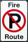 Geen Parkeren - het Teken van de Route van de Brand Stock Fotografie