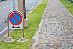 Geen parkerenverkeersteken Stock Afbeeldingen