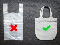 Geen plastic zak/de zakdoek die van de canvasstof van de Gebruikstotalisator vervangt zegt nr aan plastic zakken winkelen stock foto's