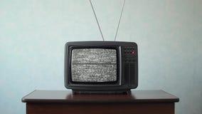Geen signaal enkel lawaai bij de oude analoge Televisie stock videobeelden
