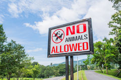 geen toegestane huisdieren ondertekenen in het park Stock Fotografie