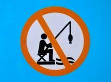 Geen visserijteken op een blauwe achtergrond stock illustratie