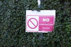 Geen voertuigen van het bouwverkeer ondertekenen in woon privé weg stock afbeelding