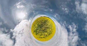 GEEN VR Kromming van ruimte van weinig planeettransformatie Het abstracte torsie en spinnen van het volledige landschap van het l stock video