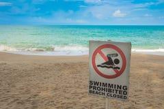 Geen zwemmend teken op strand Royalty-vrije Stock Afbeeldingen
