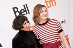 Geena Davis och Jackie Cruz är på premiären av ` som denna ändrar allt ` på TIFF2018 royaltyfri foto