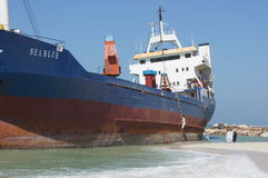 Geerdeter Frachtschiff-Unfall Stockfoto