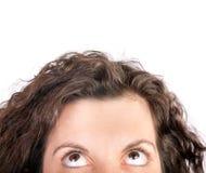 Geerntete Frau, die oben schaut Stockfoto
