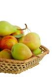 Geerntete Nahaufnahme der frischen Früchte im Korb Stockbild