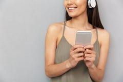Geerntetes Bild einer glücklichen asiatischen Frau Lizenzfreie Stockfotografie
