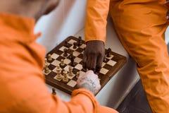 geerntetes Bild von multikulturellen Gefangenen stockbilder