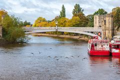 Free Geese Flying Over River Ouse In York Royalty Free Stock Photo - 162206815
