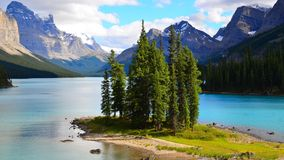 Geesteiland, Maligne-Meer, Rocky Mountains, Canada stock afbeeldingen