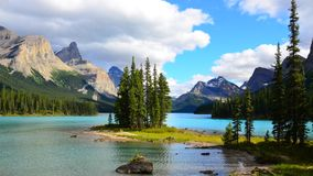 Geesteiland, Maligne-Meer, Rocky Mountains, Canada stock afbeelding