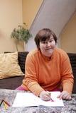 Geestelijk - gehandicapte vrouw geschilderde harten Stock Fotografie