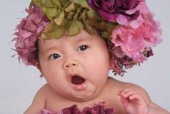 Geeuwende Baby Stock Afbeeldingen