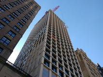 Gefährliche Jobs, Bau, Crane Lifting Building Material, Crane Operation, Manhattan, NYC, NY, USA Stockfoto