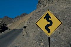 Gefährliche Kurven voran lizenzfreies stockbild