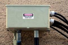 Gefährlicher elektrischer Kasten Stockbilder