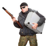 Gefährlicher Gangster mit Schrotflinte. Stockfotos