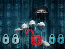 Gefährlicher Hacker, der Daten - Konzept stiehlt Stockfotografie
