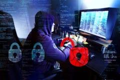 Gefährlicher Hacker, der Daten - Konzept stiehlt stockfoto