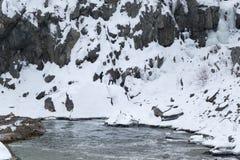 Gefährlicher Schnee bedeckte Felsen-Gesicht bei Great Falls, Virginia, USA Lizenzfreie Stockbilder
