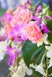 Gefälschte Blume und Blumenhintergrund stockbilder
