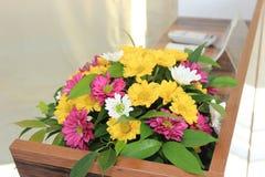 Gefälschte Blumen in einem Topf Lizenzfreies Stockbild
