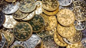 Gefälschte Gold- und Silbermünzenahaufnahme Stockfotografie