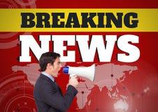 Gefälschte Nachrichten simsen und bemannen das Schreien im Megaphon vor Weltkarte Lizenzfreies Stockbild