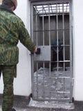 Gefängnis und Gefangener Stockbilder