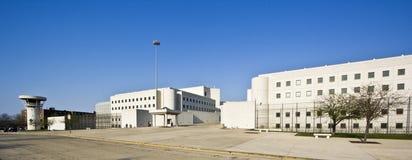 Gefängnisgebäude lizenzfreie stockfotos