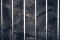 Gefängnisstangen, leere dunkle Gefängniszelle lizenzfreie stockbilder