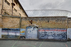 Gefängnisyardgestaltungsarbeit stockfoto