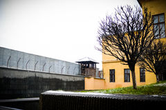Gefängniszaun lizenzfreie stockbilder