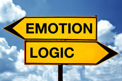 Gefühl oder Logik, gegenüber von Zeichen stockbilder