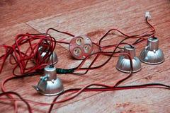 Geführte Lampen angeschlossen durch einen Draht Lizenzfreie Stockfotografie
