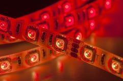 Geführte Neonbeleuchtung, rote Farbe, Abschluss oben stockfoto